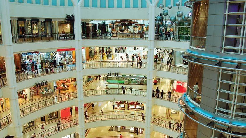 köpcenter med hissar